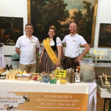 Besuch der bayerischen Honigkönigin am Tag des Honigs im Deutschen Jagd- und Fischereimuseum München