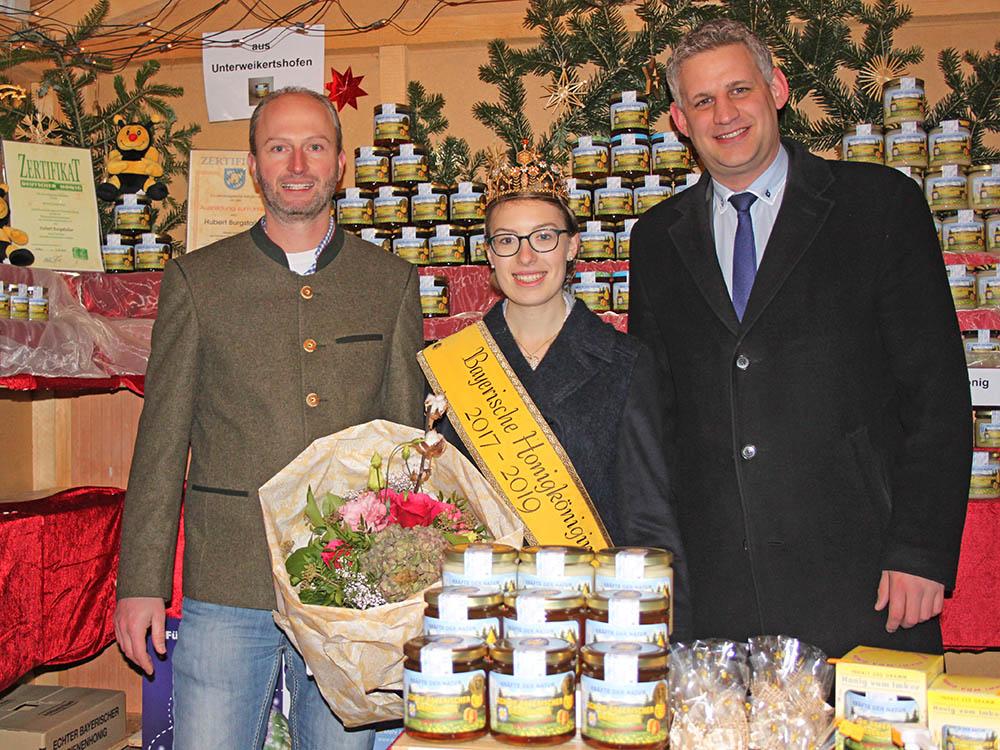 Besuch der Honigkönigin in meiner Honigverkaufshütte, mit Bgm. Blatt